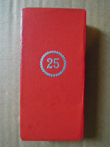 Click image for larger version.  Name:Treudienst-Ehrenzeichen für 25 Jahre (obverse #4).JPG Views:39 Size:194.0 KB ID:322628