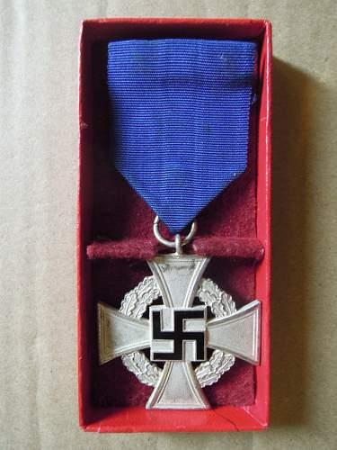 Click image for larger version.  Name:Treudienst-Ehrenzeichen für 25 Jahre (obverse #3).JPG Views:84 Size:193.7 KB ID:322629