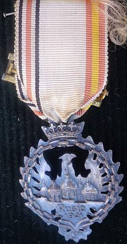 Spanish Volunteer Medal (Spanish Government Issued) - Opinion
