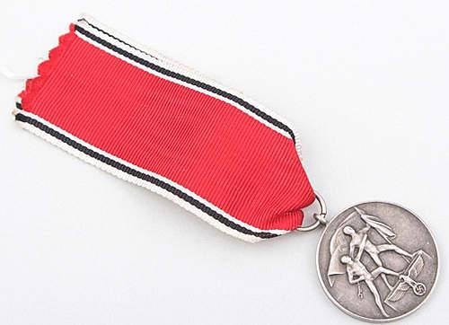 Click image for larger version.  Name:Austria Medal 1.jpg Views:59 Size:134.5 KB ID:372118