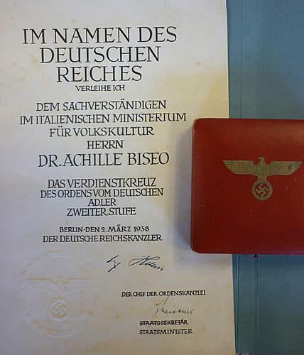 Deutsche Adlerorden vierter Klasse (mit oder ohne Schwertern). Right or wrong ??