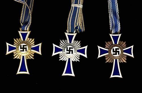 Mutterkreuz set opinons