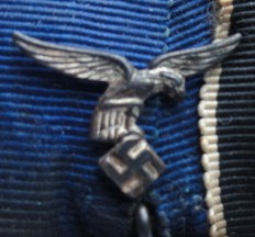 Dienstauszeichnung der Luftwaffe - 4 Jahre and Medaille zur Erinnerung an den 1. Oktober 1938 medalbar.