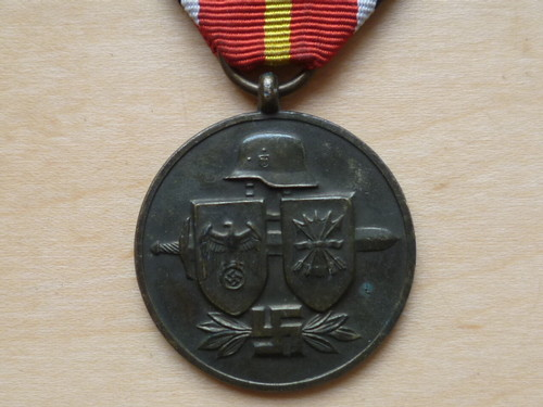 Name:  blue divison medal 1.jpg Views: 189 Size:  48.3 KB