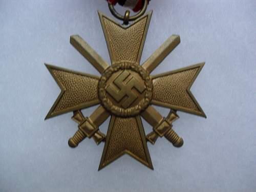 Latest Adition: Kriegsverdiesntkreuz 2.Klasse mit Schwerten.