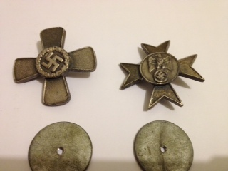 Anyone seen these badges or can let me know what they are issued/awarded for
