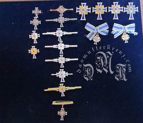 Ehrenkreuz der Deutsche Mutter Display