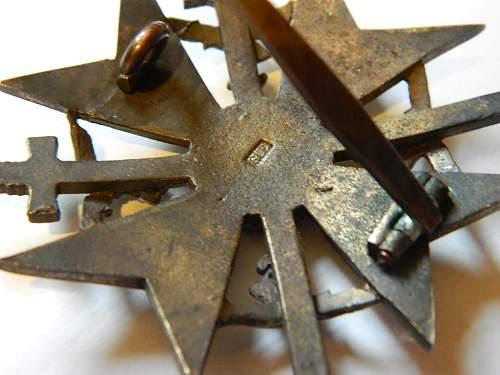 Spanienkreuz in Bronze mit Schwerten.