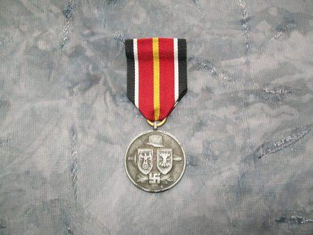 Name:  spanish blue division medal 1.jpg Views: 250 Size:  64.9 KB