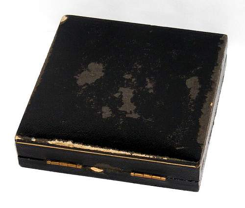 Case DK in gold
