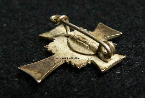 Ehrenkreuz der Deutsche Mutter Zweite Stufe, Miniatue Pin Back