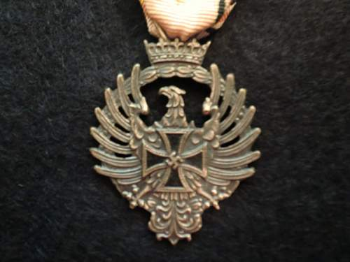 Click image for larger version.  Name:Blue_Division_Medal_(aguila_de_san_fernando)_obv.jpg Views:253 Size:91.8 KB ID:531776