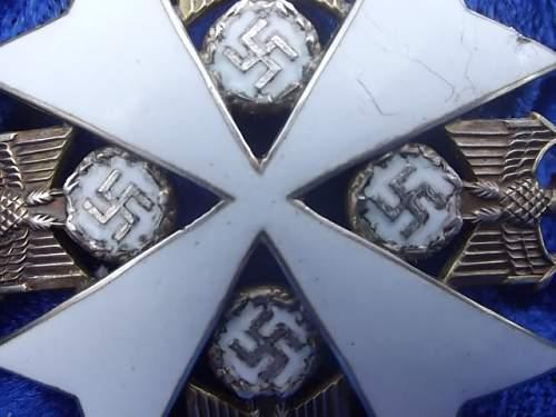 Deutscher Adlerorden mit Stern und Schwerten.