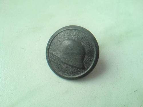 Ostmedaille and Stahlhelm button, real or fake?