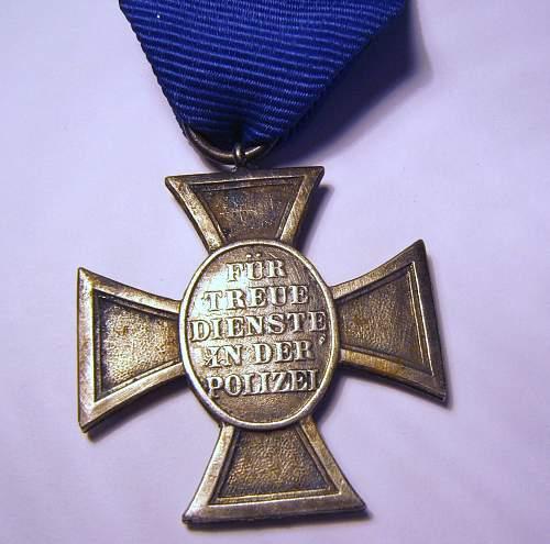 Click image for larger version.  Name:ebay medal 1 back.jpg Views:39 Size:277.3 KB ID:563144