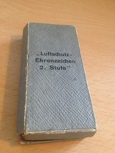 Name:  German ww2 Luftshutz medal case.jpg Views: 108 Size:  22.7 KB