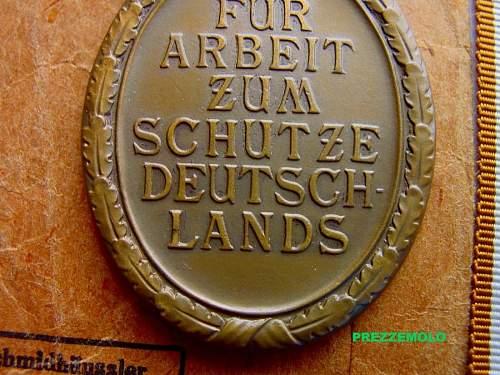 Deutsches Schutzwall-Ehrenzeichen with packet
