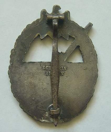 Click image for larger version.  Name:Coastal Artillery war badge, reverse..jpg Views:27 Size:117.9 KB ID:58670