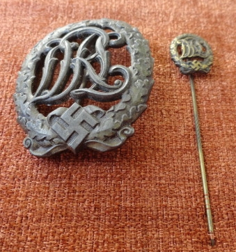 DRL Sportabzeichen in Bronze with stickpin, without maker marks.