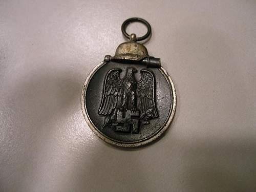 """Help: wanna know if its fake or not? Medaille """"Winterschlacht im Osten 1941/42"""""""