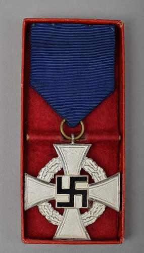 Click image for larger version.  Name:Treue Dienst Ehrenzeichen25 Jahre.jpg Views:12 Size:248.9 KB ID:642833