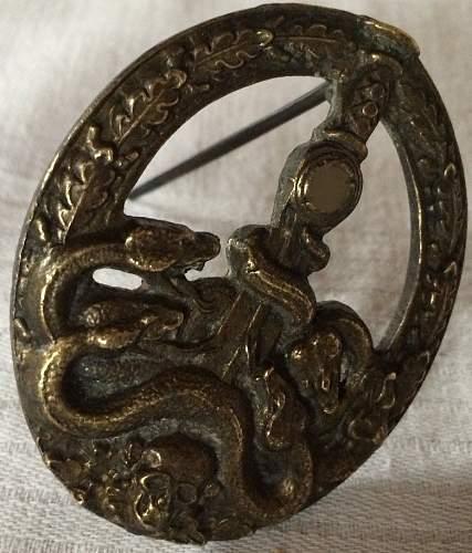 Bandenkampfabzeichen in bronze .....real or fake  ???