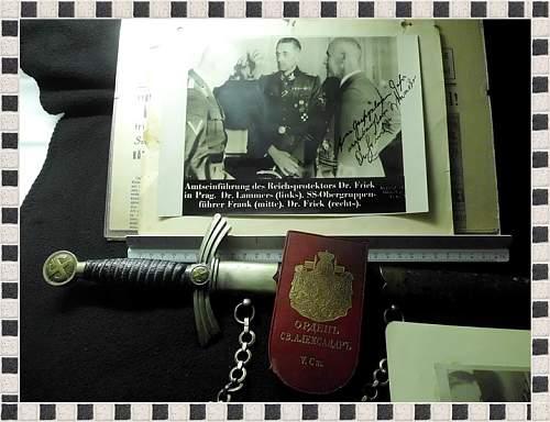 Click image for larger version.  Name:Flag,Guns,Dagger,Plaque, etc 015.jpg Views:28 Size:163.4 KB ID:674923