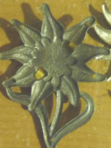 Click image for larger version.  Name:German EDELWEISS BADGE04.JPG Views:365 Size:222.3 KB ID:69127