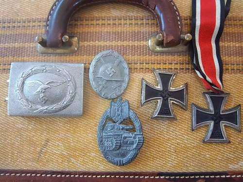 Small lot of medals - Panzer badge in question