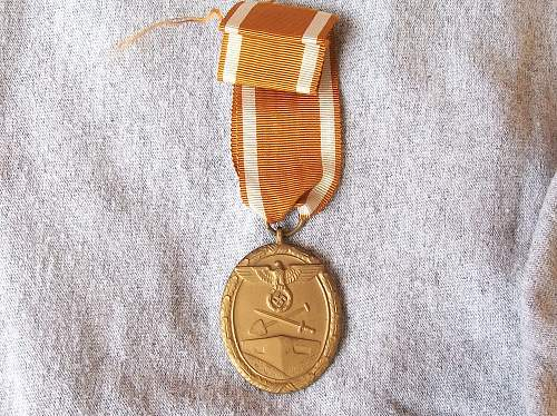 Click image for larger version.  Name:West wall medal 014.jpg Views:5 Size:376.4 KB ID:711841
