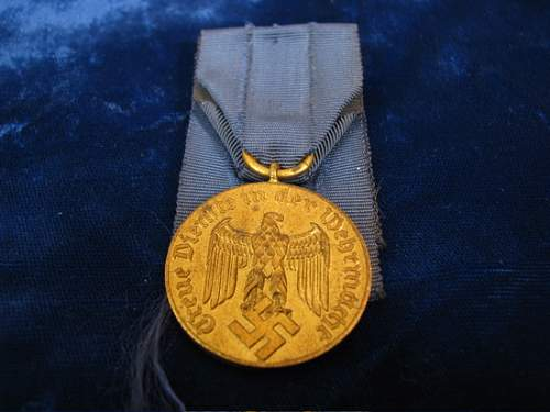 Click image for larger version.  Name:1FS12YEARARMYSERVICEMEDAL.jpg Views:38 Size:113.0 KB ID:71395
