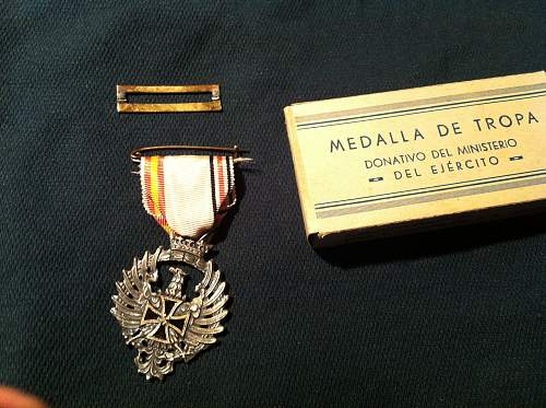 Spanish blue division volunteers medal - broken in post - ideas..