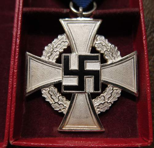Click image for larger version.  Name:25medal.jpg Views:246 Size:273.9 KB ID:741255