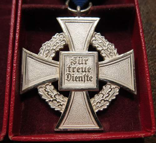 Click image for larger version.  Name:25medalreverse.jpg Views:66 Size:319.2 KB ID:741258
