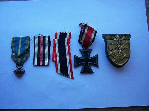 Gift: Medals and ribbons assortment