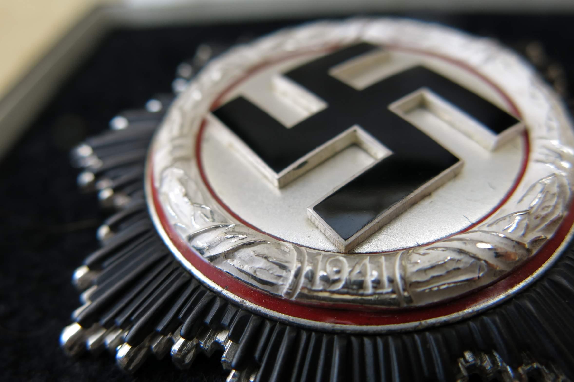750087d1412771410-deutsches-kreuz-silber-zimmerman-andrew-b-006 Verwunderlich Reich Werden Mit Silber Dekorationen
