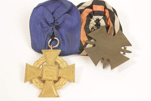 Click image for larger version.  Name:2CU40YEARSERVICEMEDALWITHHENDINBERGMEDAL.jpg Views:13 Size:196.5 KB ID:750396