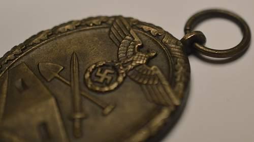 """Deutsches Schutzwall-Ehrenzeichen - """"1"""" marked"""