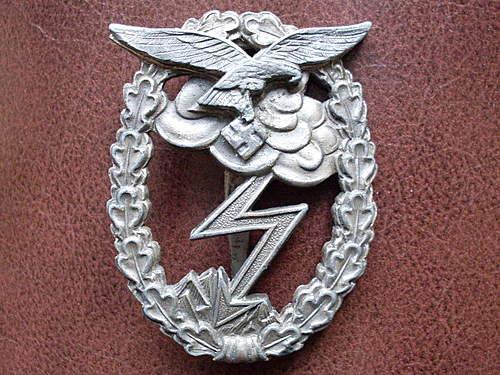 Unmarked Erdkampfabzeichen der Luftwaffe
