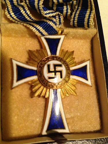 Mutterkreuz in gold with ribbon and case
