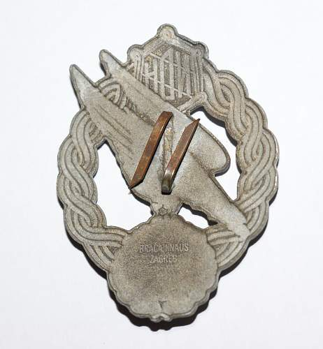 Fake Croatian WWII paratrooper badges on the market?