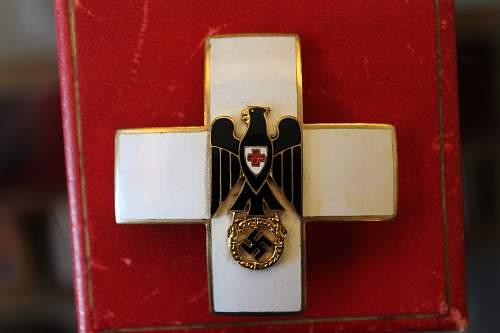 Ehrenzeichen des Deutschen Roten Kreuzes. 1937-1939 Godet ?