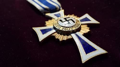Ehrenkreuz der Deutsche Mutter Erste Stufe?