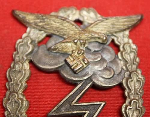 Erdkampfabzeichen der Luftwaffe with broken pin.