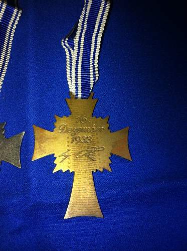Mutterkreuz gold and bronze - original or not?