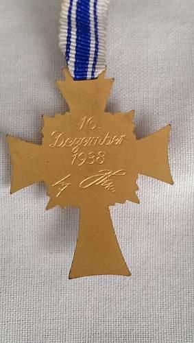 Ehrenkreuz der Deutsche Mutter Erste Stufe with award document
