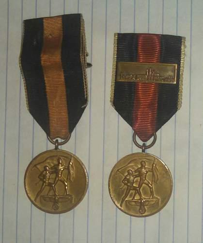 """Comparison question on two """"Die Medaille zur Erinnerung an den 1. Oktober 1938"""""""