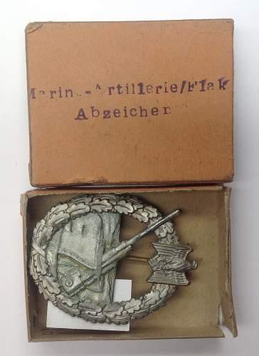 Kriegsabzeichen fur die Marine-Artillerie in box of issue.