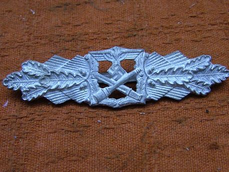 silver close combat clasp, real or fake please??
