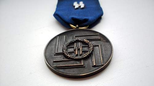 SS 8-years medal - fake or not?